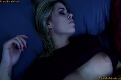 Бабенка завела чела своими дойками на мощный секс №4453