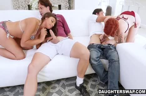 Скриншот для Брюнетка нимфетка жаждет секса в разных позах №3992 4