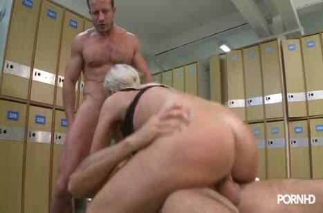 Скриншот для Девка решила попробовать секс с несколькими партнерами №4801 3
