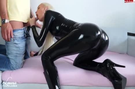 Скриншот для Отличное порно с аппетитной чиксой в латексе №1245 1