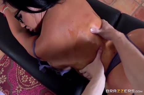 Горячий секс во время массажа понравился девушке №2056