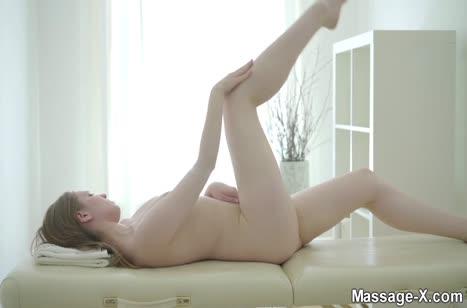 Симпатичная милаха возбудилась на секс в массажном кабинете №2794