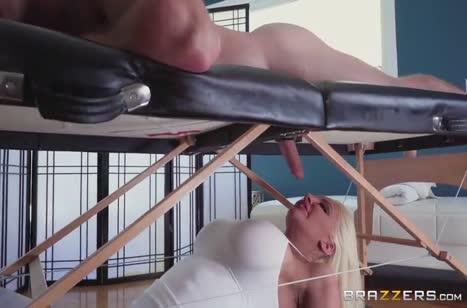 Скриншот для Скачать порно видео с телочками в массажном кабинете №3698 3