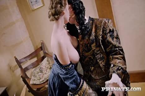 Сочное порно видео с ненасытными минетчицами №5189
