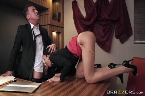 Скриншот для Сексуальные девушки соблазняют коллег в офисе №3471 1