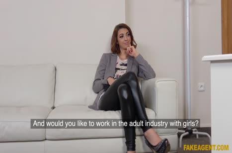 Парочка снимает свое домашнее порно на камеру №2065