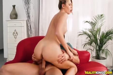 Скриншот для Бабенка вместо кастинга попала на пробы в порнуху №753 5