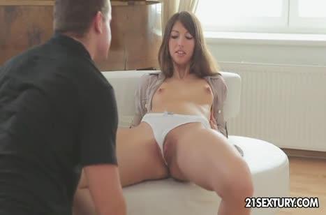 Сексуальная девушка обожает нежно трахаться №2128