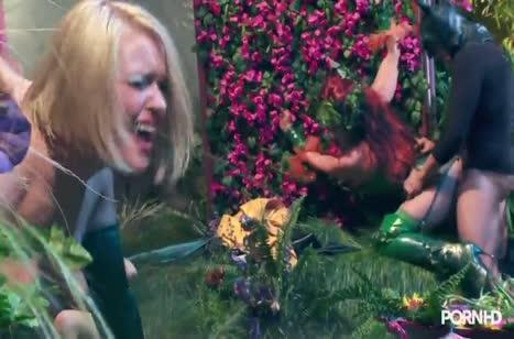 Скриншот для Рыженькие девушки офигенно кувыркаются в постели №1440 3