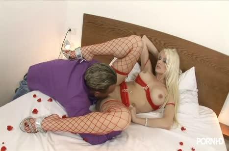 Парниша страстно шпилит партнершу и угощает ее спермаком №4097